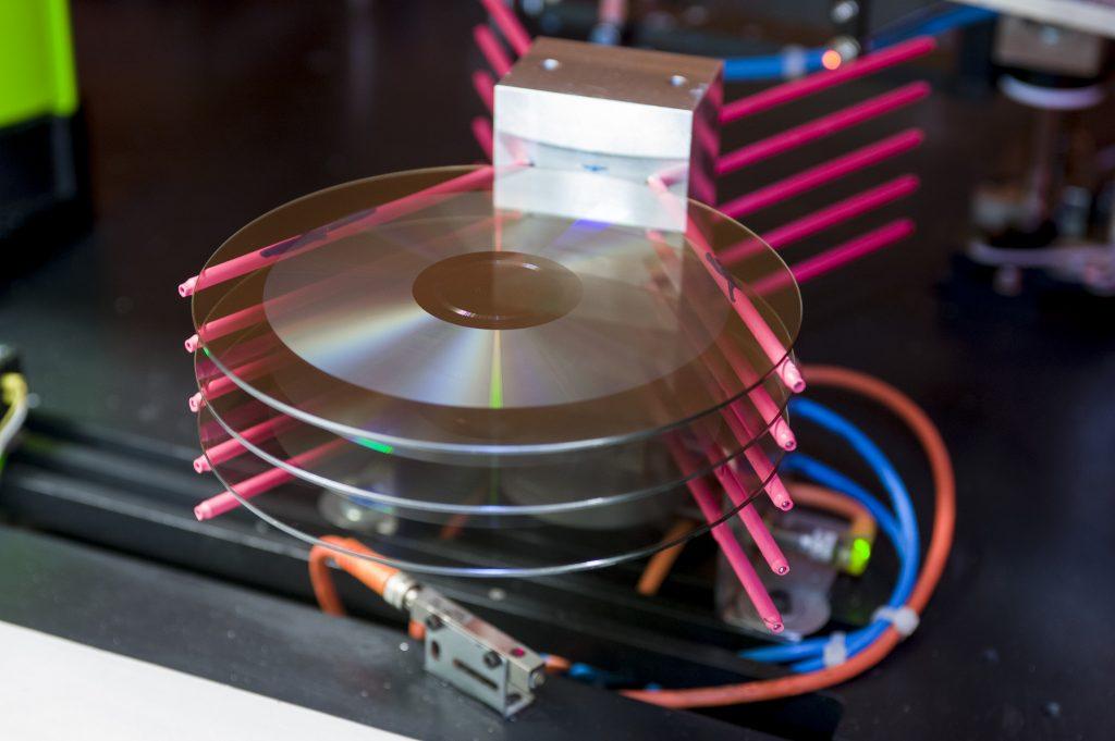 CD-maken-in-de-CD-fabriek-van-Replifact.